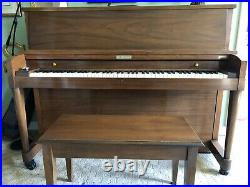 Baldwin upright mahagony piano. In beautiful condition. Probably from the 1960s