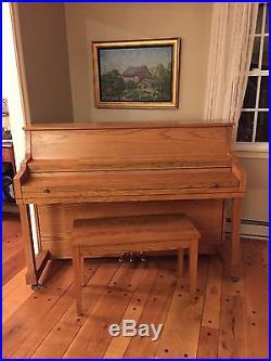Kawai Upright piano 502-S, comes with original matching bench