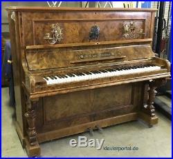 Klavier von Bieger in Wurzelnussbaum poliert