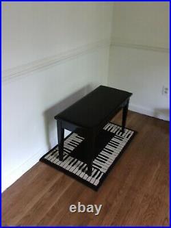 Pearl River Grandstand Piano. Black. Good condition