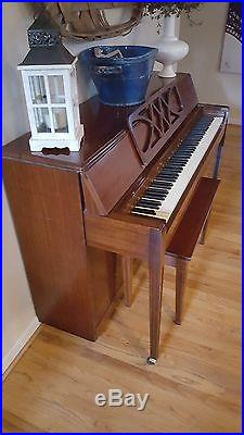 Piano Kolher & Campbell Upright good condition sounds great