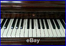 Piano Wurlitzer spinet very good condition