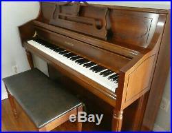 Samick SU-143 Upright Piano 43 1/2 Walnut