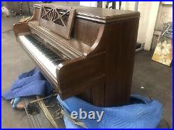 Wurlitzer Spinet Upright Piano 38 Satin Oak