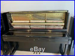 YAMAHA U1 UPRIGHT PIANO 1998 SATIN EBONY. Showroom Condition