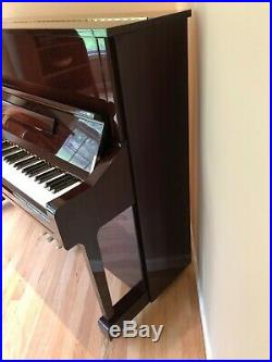 YAMAHA U1 UPRIGHT PIANO POLISHED MAHOGANY WithMATCHING BENCH