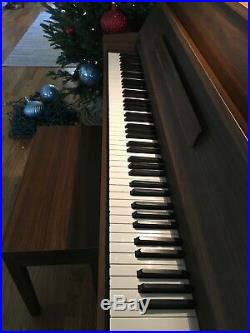 Yamaha LU-11 42 Satin Walnut finish Piano