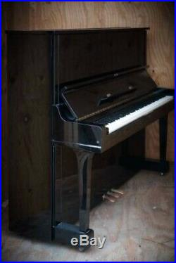 Yamaha U3 Upright piano in Excellent Condition