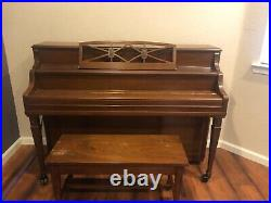 Yamaha Upright Piano, M2 Nippon Gakki includes matching bench, walnut color