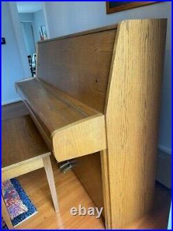 Yamaha Upright polished Oak Piano P2E in hardly used (Very Good Condition)